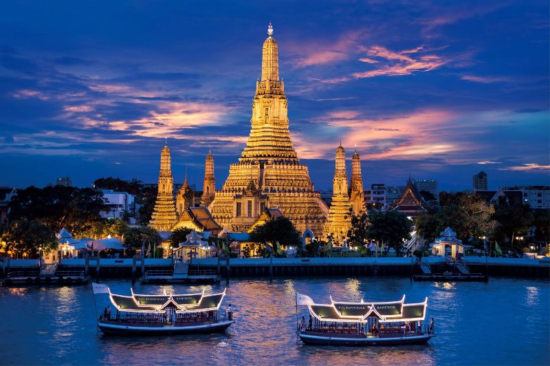 Chao-Phraya-River-in-the-night